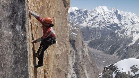 Huberbuam klettern Eternal Flame am Nameless Tower im Karakorum frei