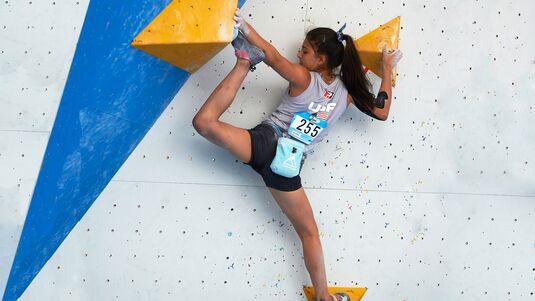 Knie-Einsatz beim Klettern